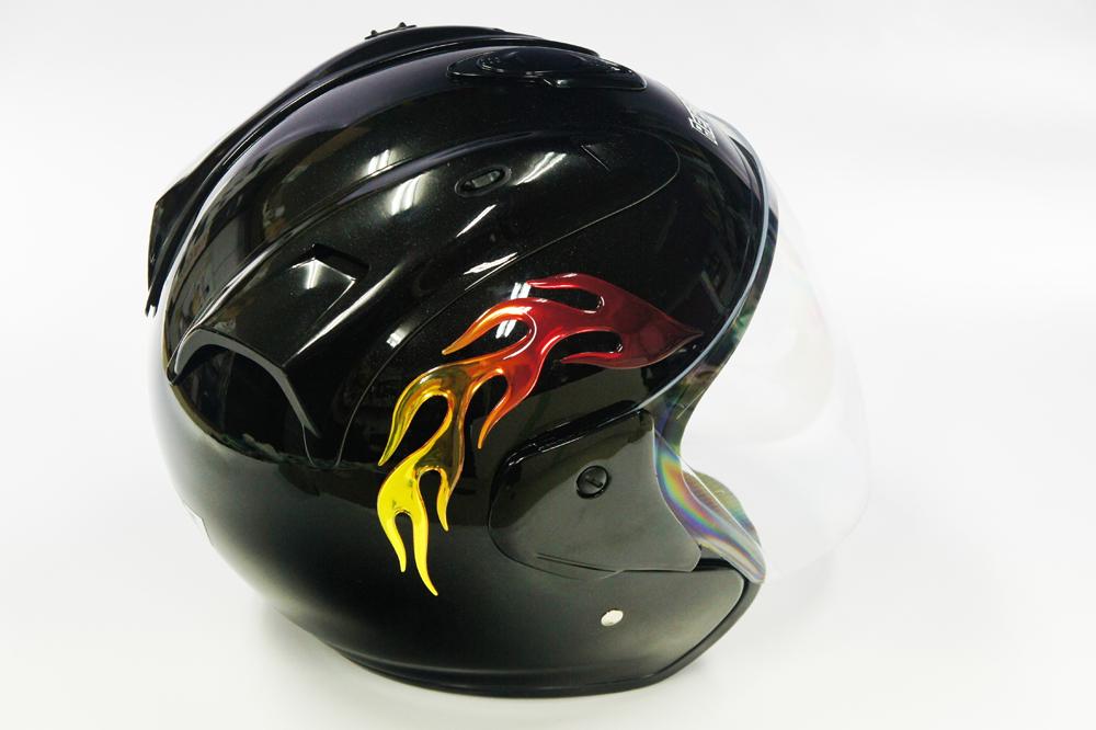 ファイヤーステッカーDタイプ 使用イメージ〈ヘルメット〉